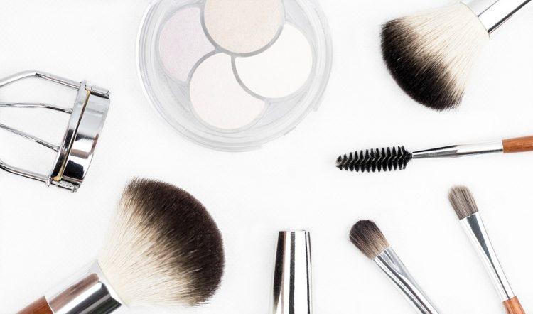 Maquillage beauté brush